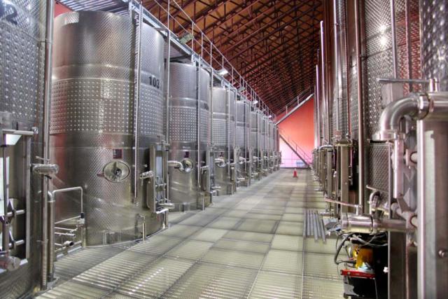 1armenia_wine_factory_vatroom