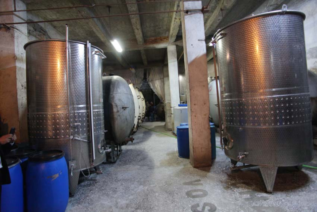 1voskevaz_winery_vatroom