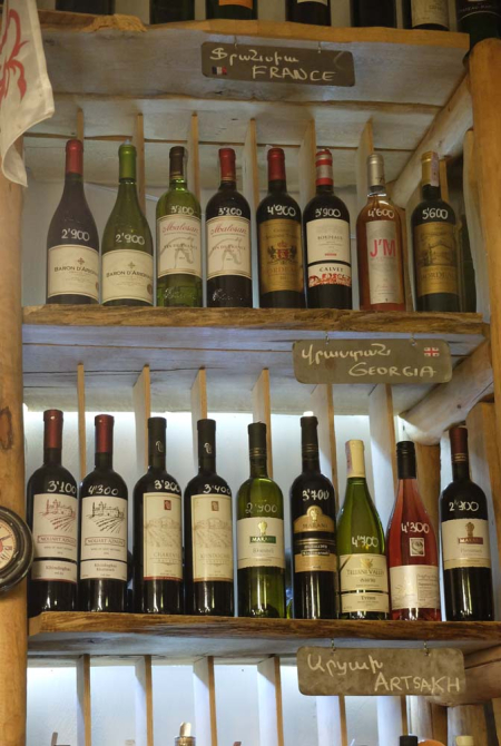 1in_vino_shelves_georgia_france