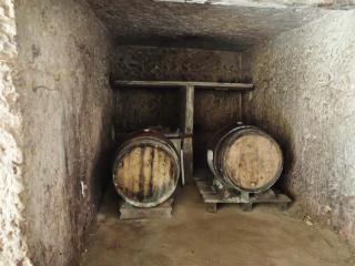 1damien_menut_cellar_side_room