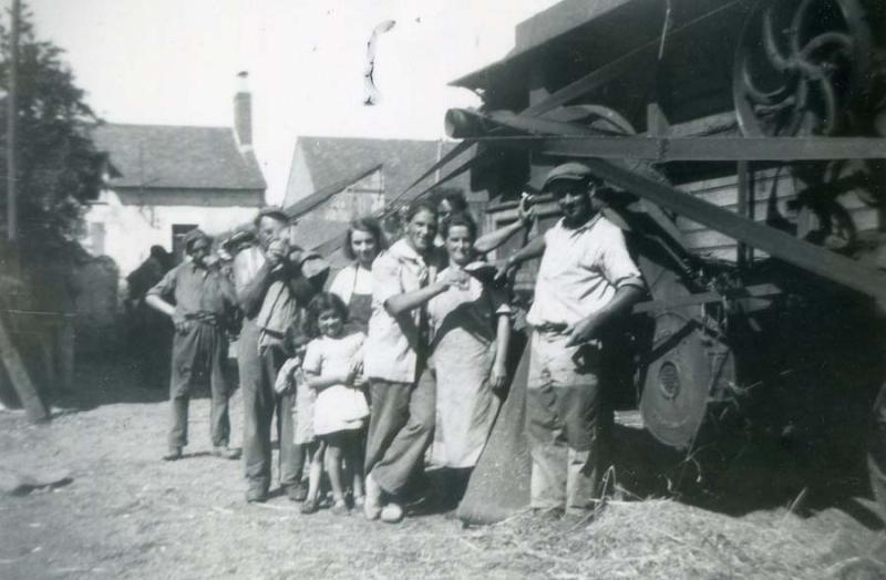1wine_scene_farmers_toasting_est1935