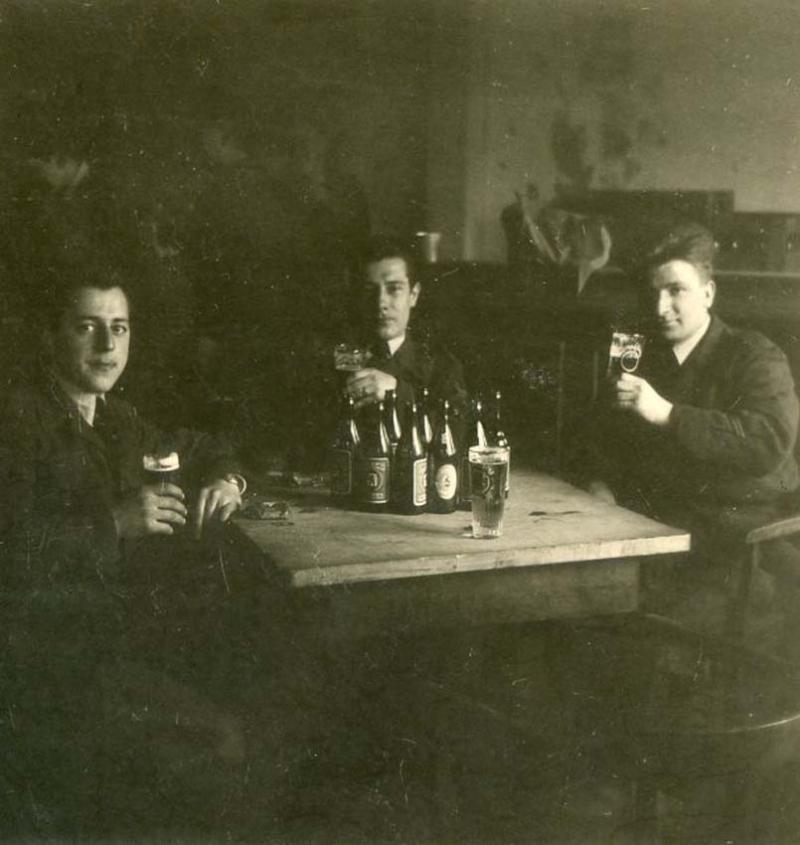 1wine_scene_beer_drinkers1939