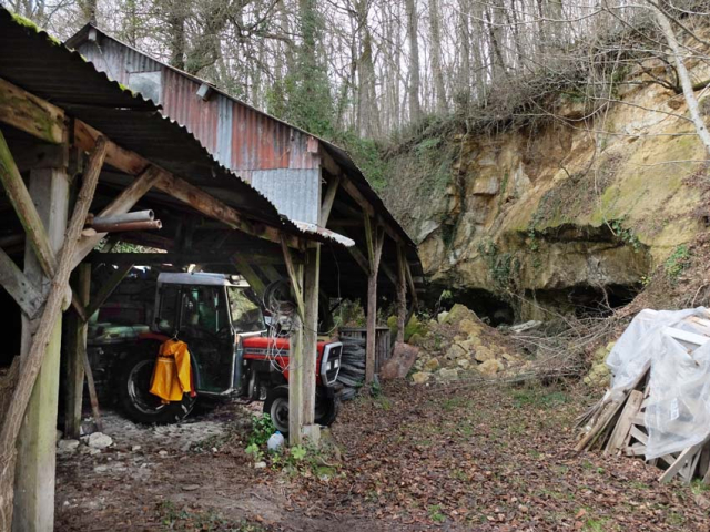 1sylvain_leest_barn_tractor