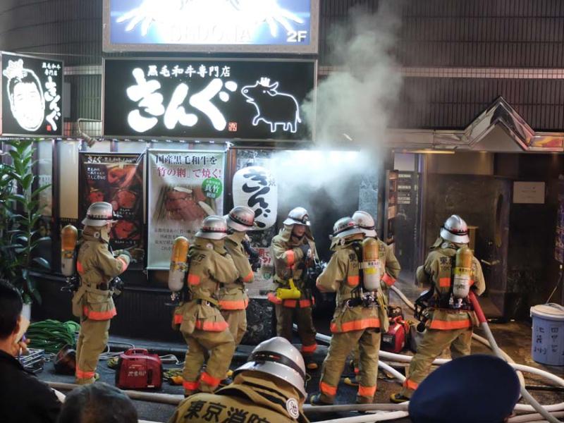 1tokyo_ikebukuro_firemen