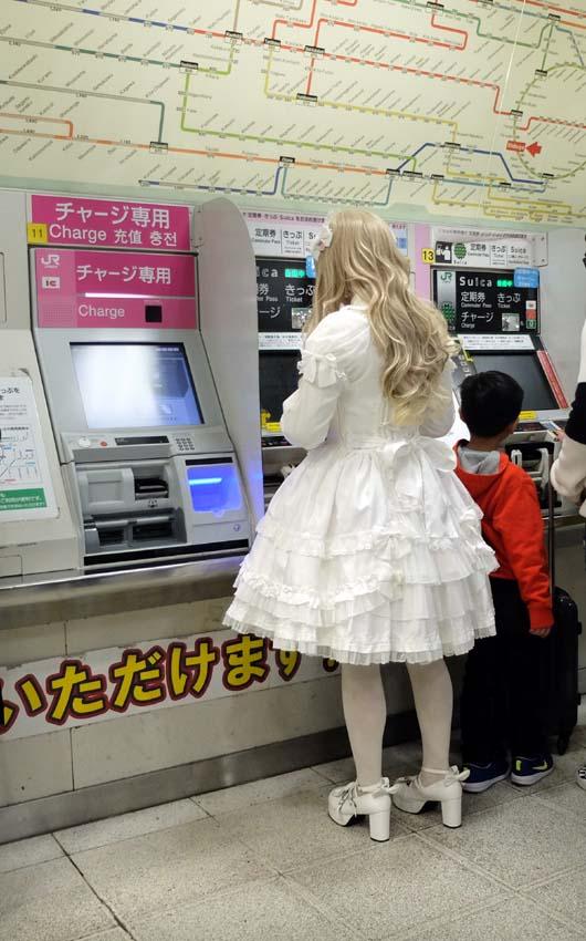 1tokyo_doll_ticket_machine