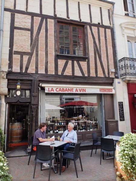 1cabane_a_vin_outside_terrace