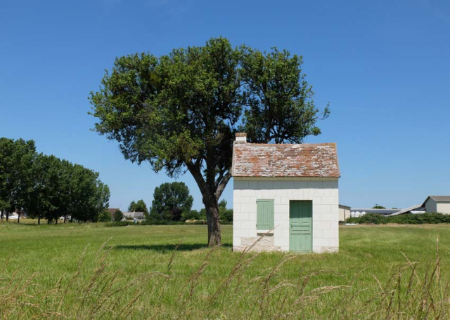 1loge_de_vigne_vineyard_shack_touraine_loire
