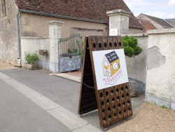 1jousset_montlouis_wine_bar_street_gate