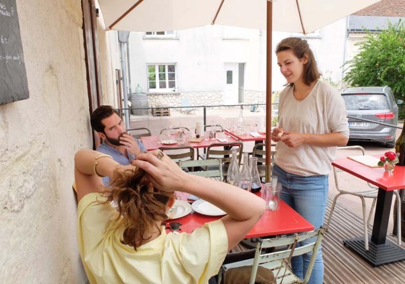 1jousset_montlouis_wine_bar_lisanne_guests