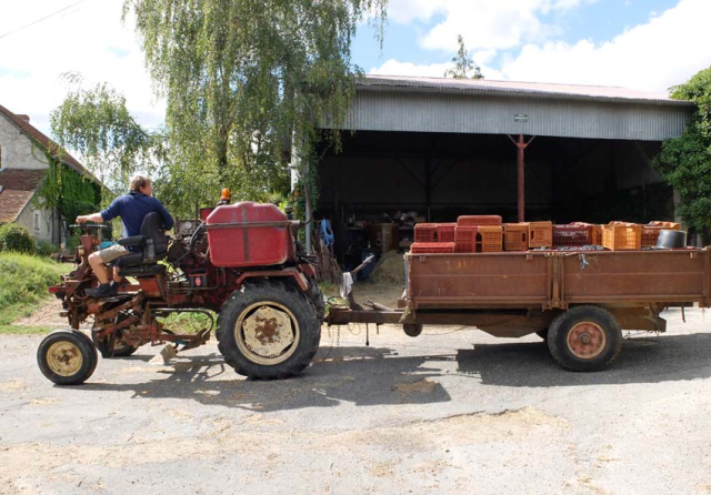 1maisons_brulees_paul_slanzi_straddle_tractor