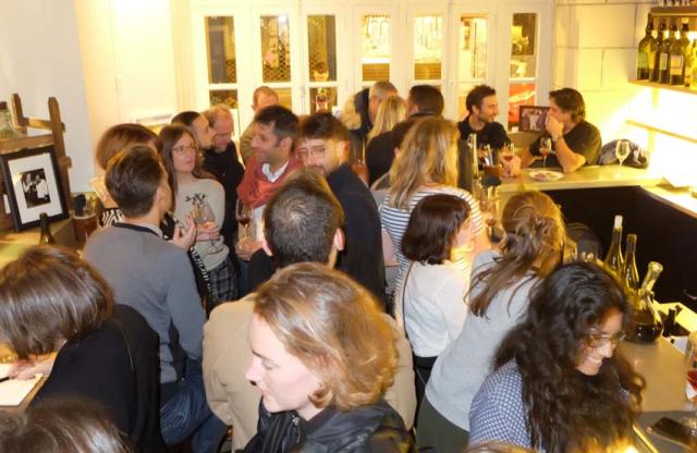 1chez_la_vieille_bojonouveau_crowd