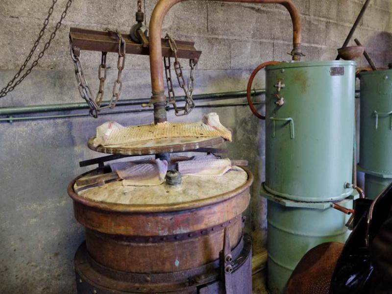 1nicey_distillery_details_still