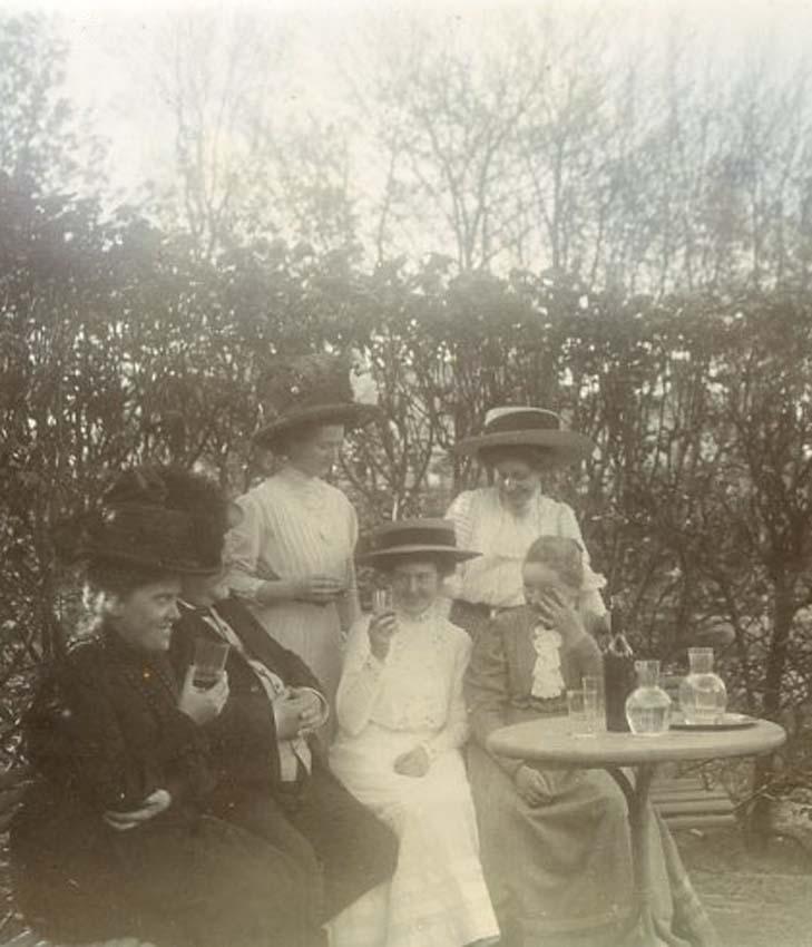 1wine_scenes_women1905