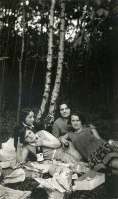 1wine_scenes_womens_picnic_woods1925