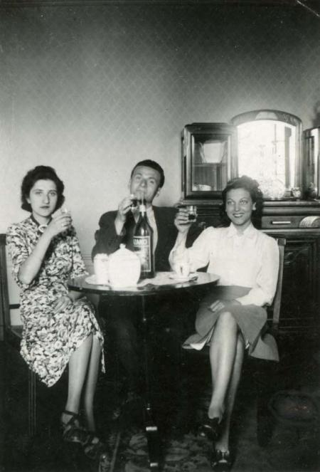 1wine_scenes_aperitif1943