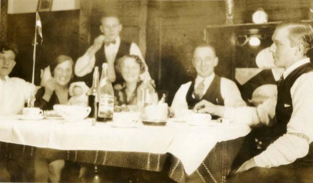 1wine_scenes_dinner_danish1920