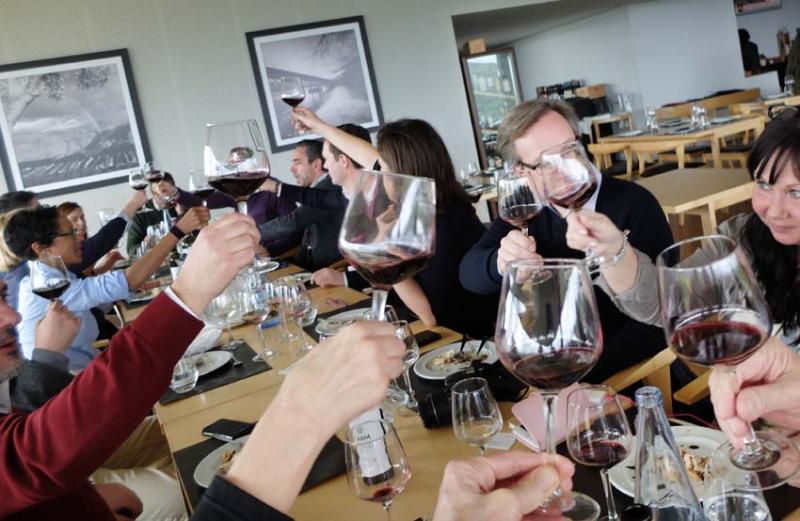 1douro_toasting_with_wine