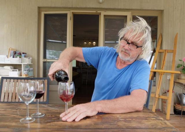 1mettler_heinz_pouring_wine