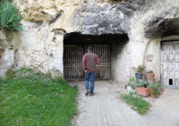 1julien_pineau_cellar_walking
