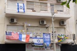 1tel_aviv_flags_bldng