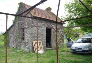 1julien_pineau_out_building