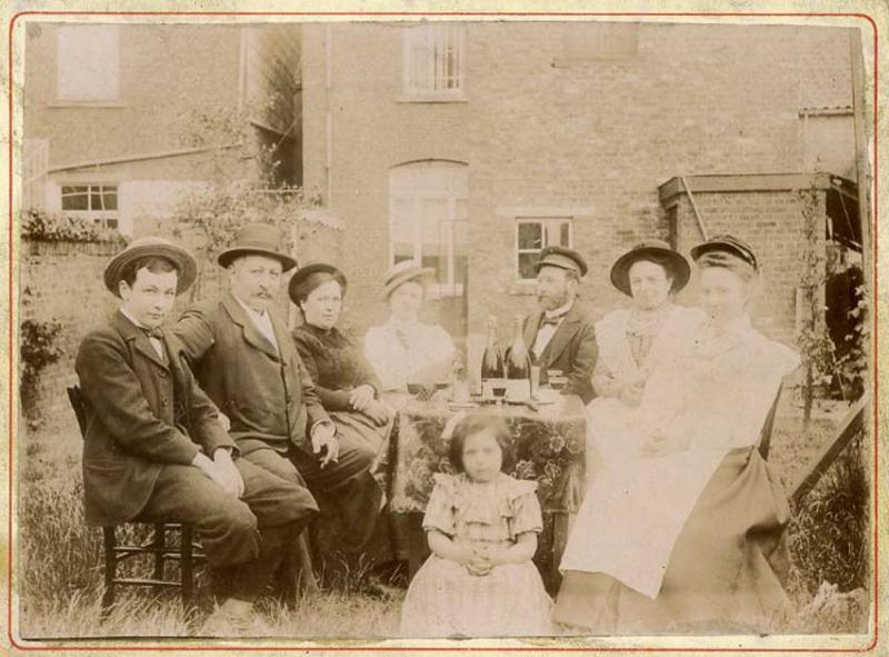 1wine_scenes_champagne_backyard_1895