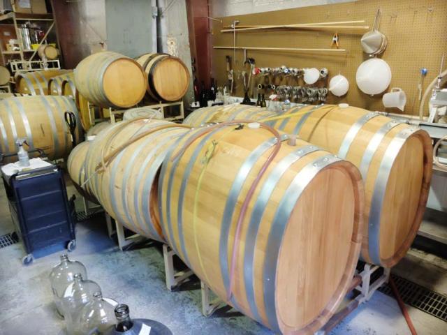 1hiyu_wine_barrel_room