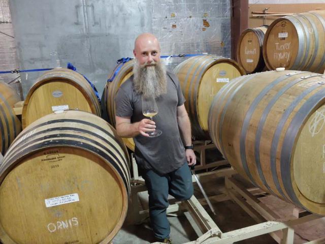 1hiyu_wine_barrel_sample_gewurz_pinot_noir
