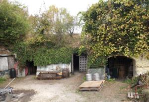 1anouk_paul_cellar_outside