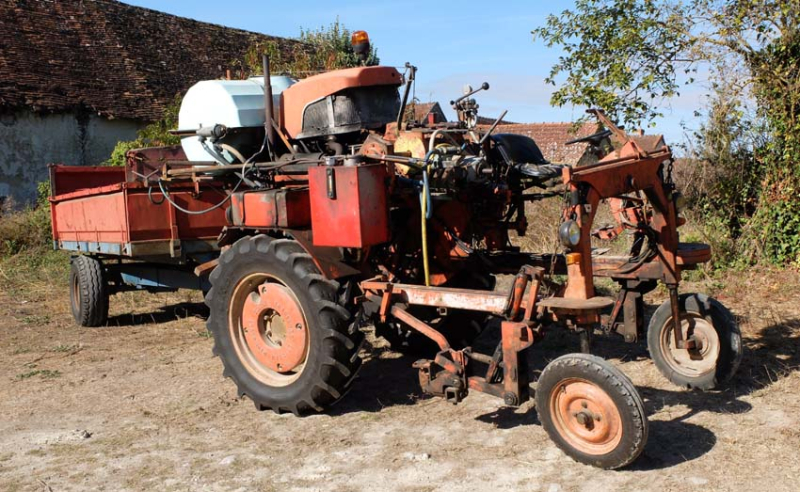 1anouk_paul_enjambeur_straddle_tractor