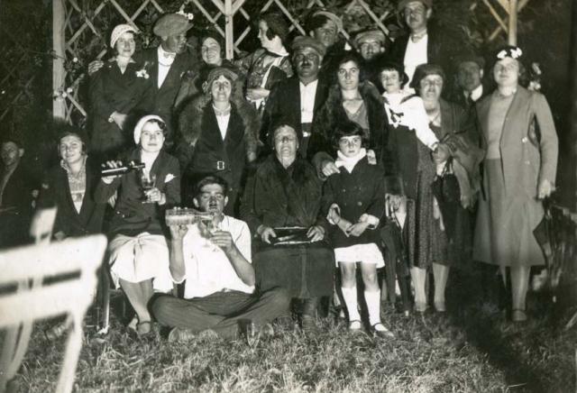 1wine_scenes_family_group1928
