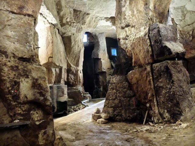 1francois_saint-lo_cellar_temple