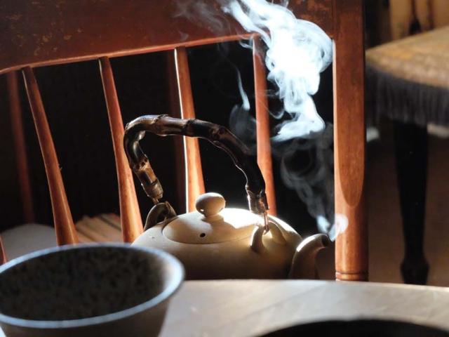 1p_martin_ray_tea_pot