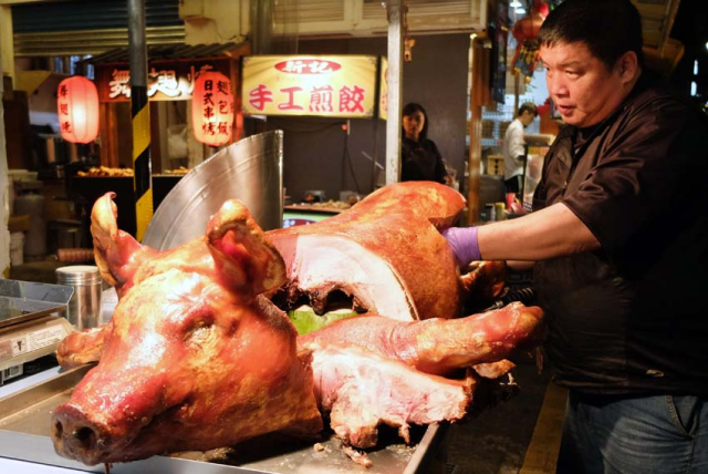 1taipei_shilin_restaurant_whole_pork