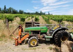 1hiyu_wine_tractor