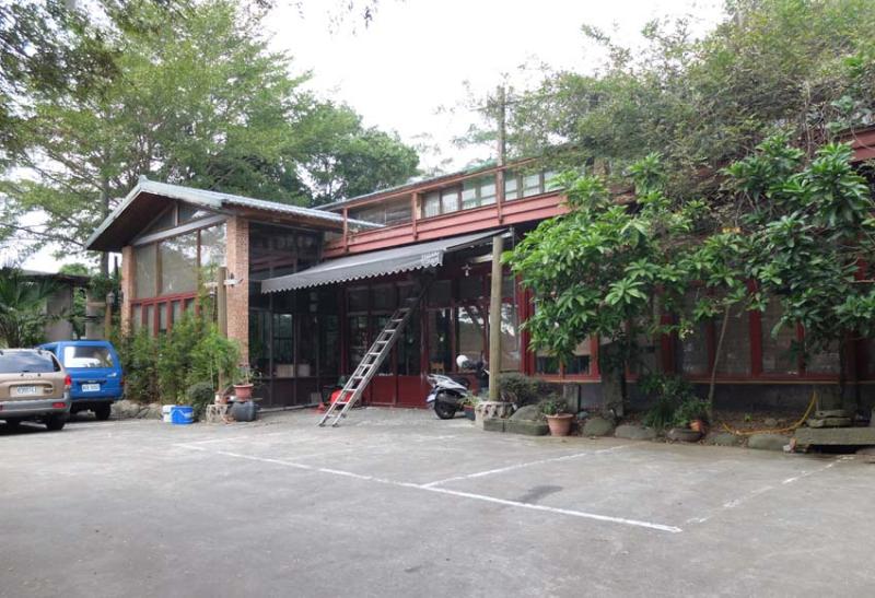 1ea_farm_building_restaurant