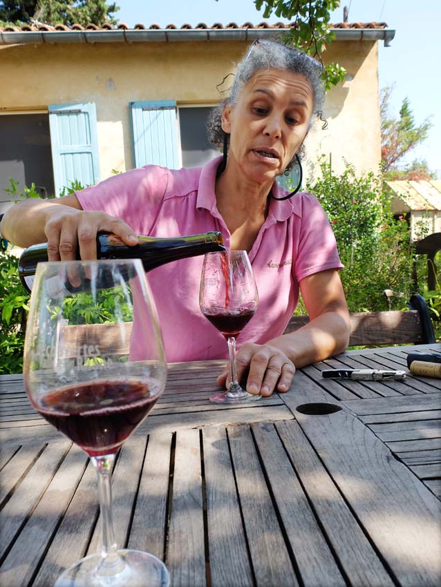 1charmasson_nadia_pours_red