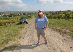 1major_levente_dirst_road_vineyards
