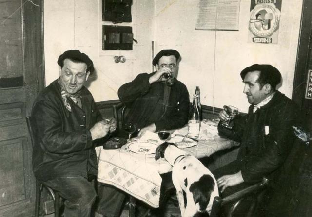 1wine_scenes_men_berets_dog1950