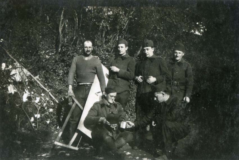 1wine_scenes_soldiers1939