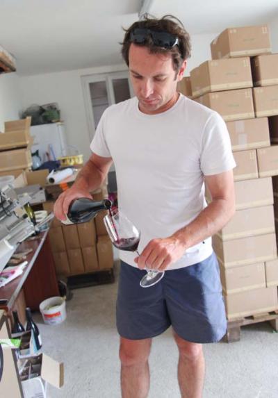 1mikael_bouges_faverolles_pouring_cot1