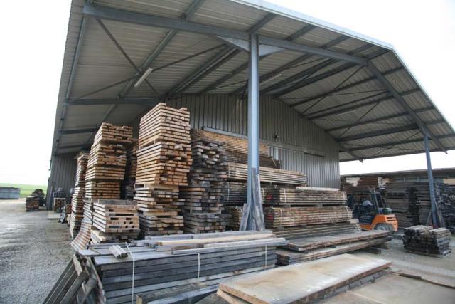 1grenier_stored_wood