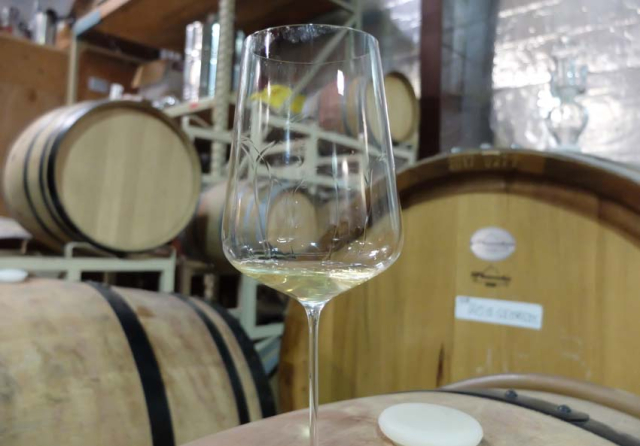 1hiyu_wine_barrel_sample_white_onctuous