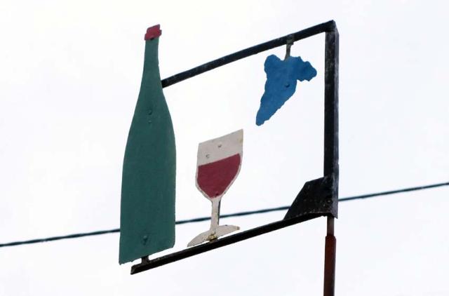 1francois_saint-lo_cellar_sign