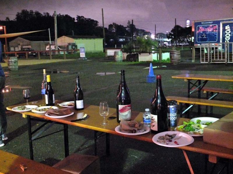 1treasure_island_party_empty_table_bottles