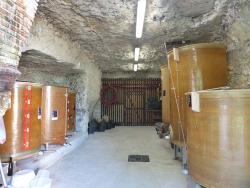 1table_rouge_cellar_entrance_tanks