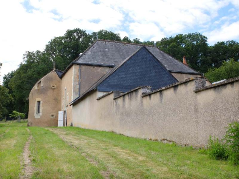 1bois_frelon_courtyard_buildings