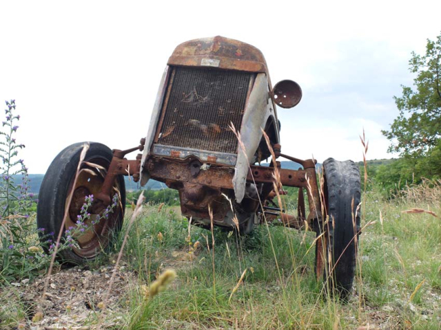 1mazel_old_tractor