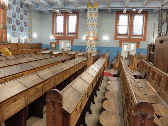 1Kazinczyzsinagoga_benches