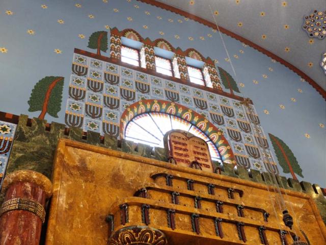 1Kazinczyzsinagoga_side_windows